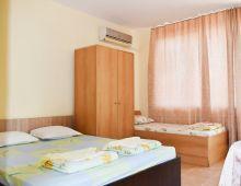 c_220_170_16777215_00_images_articles2_bulgaria_sozopol_FREGATAVILLA_2.jpg