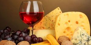 c_300_150_16777215_00_images_articles_ukraine_festivals_lviv_cheese_wine_cheese_wine2.jpg